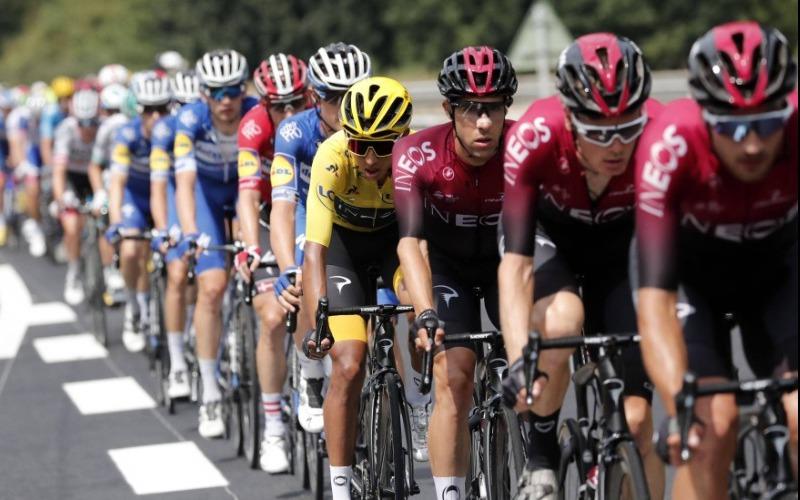 Aficionada que provocó la caída de ciclistas en el Tour de Francia podría tener condena condicional