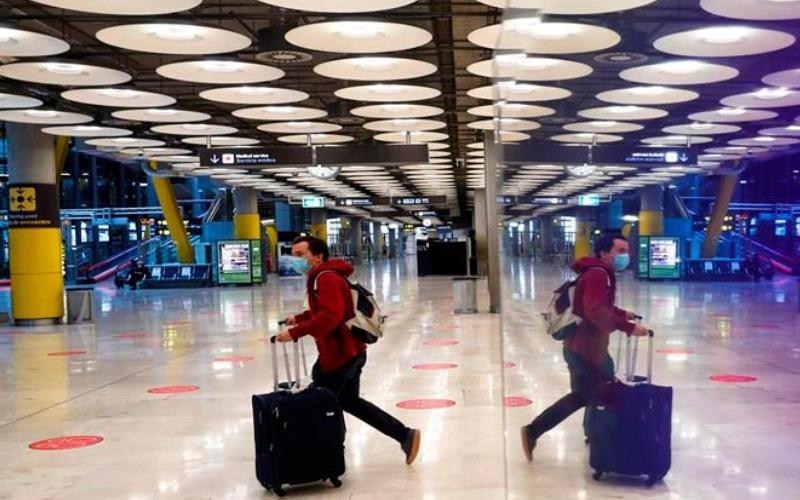 España permite el acceso libre de personas a los aeropuertos desde el viernes
