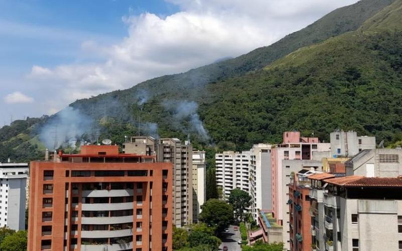 Varios sectores de Caracas quedaron sin luz producto de fallas en cables de alta tensión