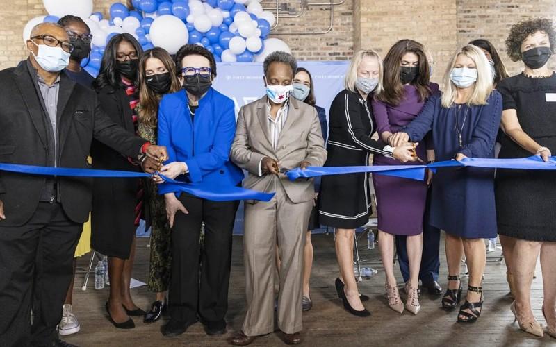 Inauguran el primer banco de EEUU fundado y operado por mujeres