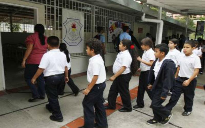 Sinafum sugiere 12 alumnos por aula para evitar contagios de Covid-19