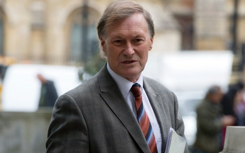 Asesinan a diputado en acto electoral en Reino Unido