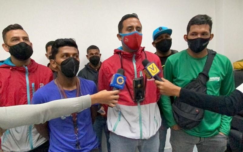 Trabajadores deliverys exigen seguridad y acabar con el matraqueo policial