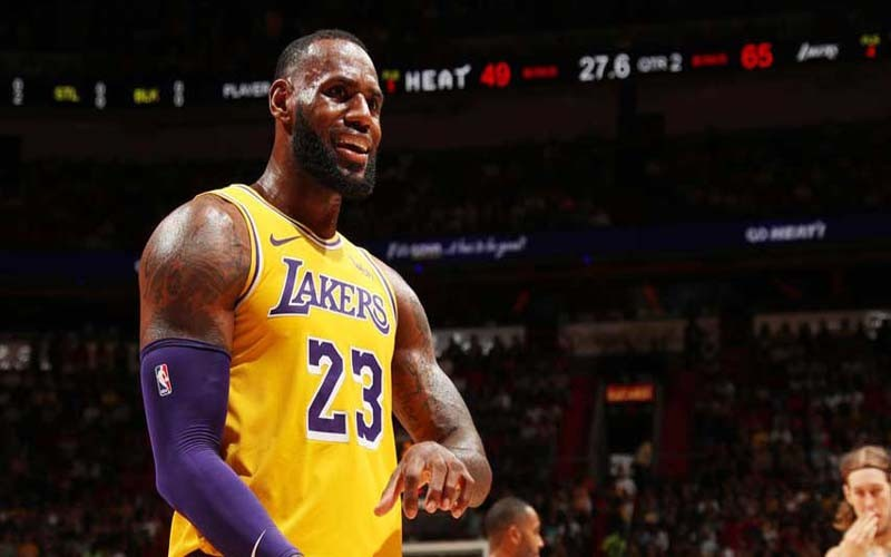 James lideró cuarta victoria seguida de Lakers
