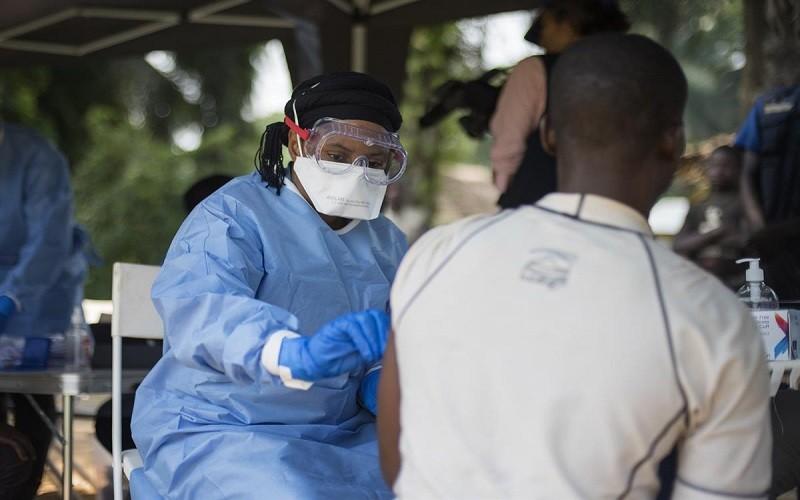El ébola podría estar latente en personas curadas hasta cinco años y propiciar brotes