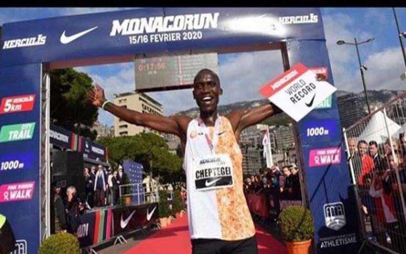 Joshua Cheptegei bate el récord mundial de 5K en Mónaco