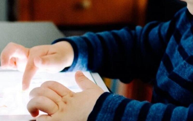 Se incrementan casos de miopía en niños por el uso de pantallas
