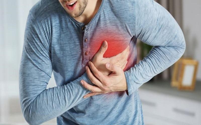 Sensación de presión y ardor detrás del esternón pueden ser alertas tempranas de un infarto