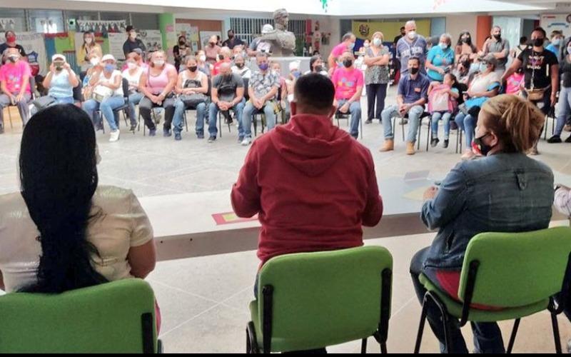 Planteles educativos en Caracas reciben insumos para rehabilitación
