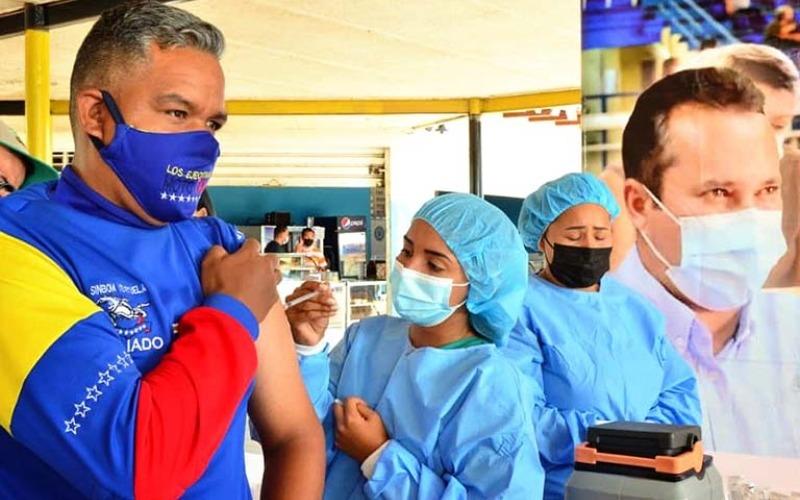 Despliegan puntos de vacunación anticovid en terminales del estado Guárico