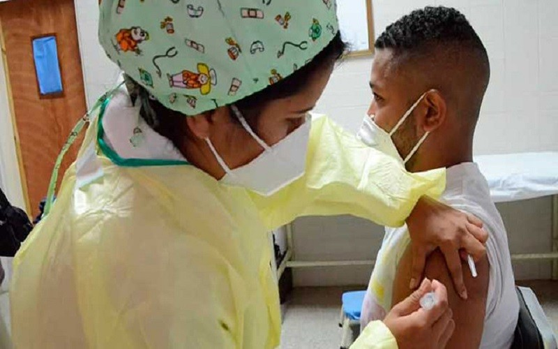 Gobierno nacional asegura que 80 % del personal educativo ha sido vacunado