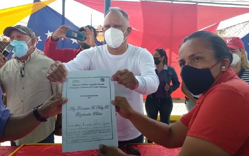 Alcaldía de Maturín entregó títulos de propiedad sobre terrenos abandonados a comunidades