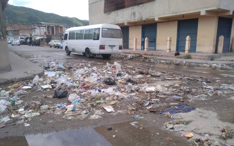 Calle principal del sector Las Delicias en Puerto La Cruz